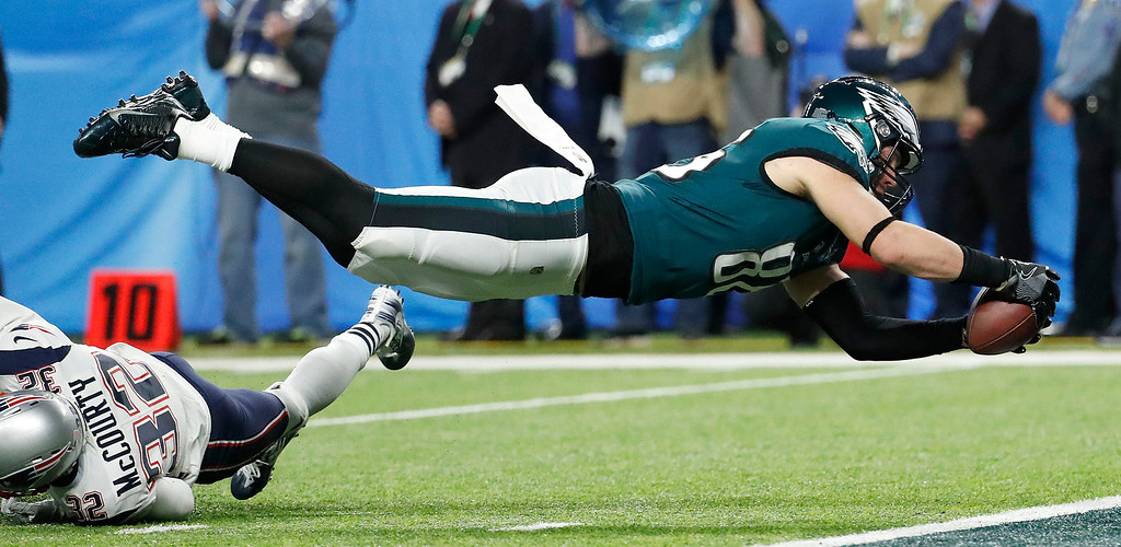 . Philadelphia Eagles\' Zach Ertz scores during the second half of the NFL Super Bowl 52 football game against the New England Patriots Sunday, Feb. 4, 2018, in Minneapolis. (AP Photo/Matt York)
