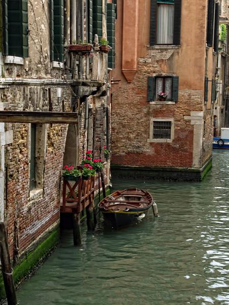 20060428-Venice Boat.jpg