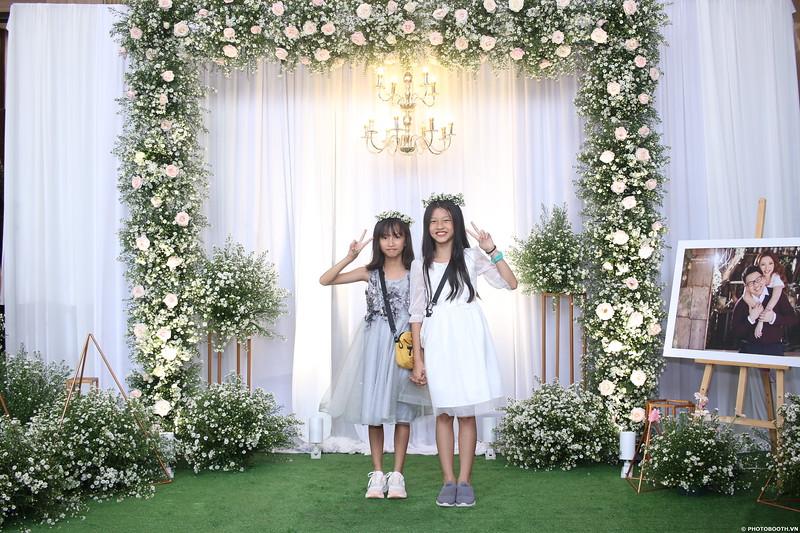 Vy-Cuong-wedding-instant-print-photo-booth-in-Bien-Hoa-Chup-hinh-lay-lien-Tiec-cuoi-tai-Bien-Hoa-WefieBox-Photobooth-Vietnam-015.jpg