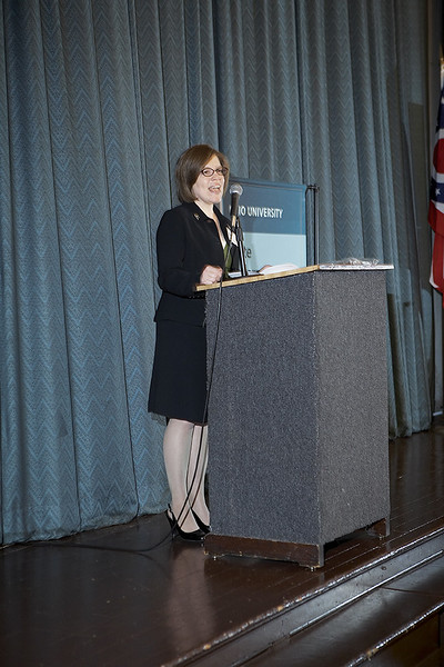 Maggie-Ostrowski-Giving-An-Award-Acceptance-Speech9497.jpg