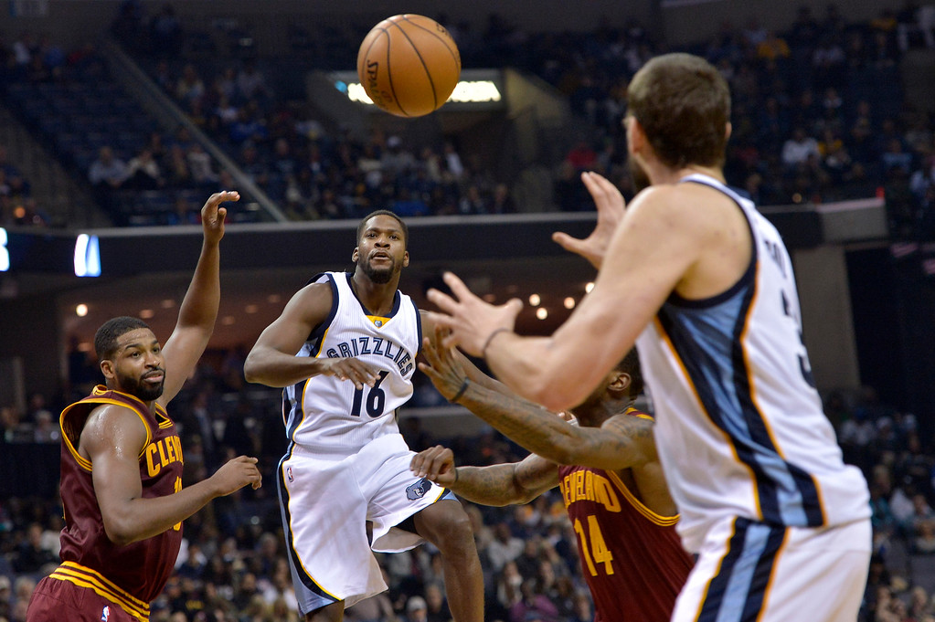 . Memphis Grizzlies guard Toney Douglas (16) passes to center Marc Gasol, right, between Cleveland Cavaliers center Tristan Thompson, left, and guard DeAndre Liggins (14) in the second half of an NBA basketball game, Wednesday, Dec. 14, 2016, in Memphis, Tenn. (AP Photo/Brandon Dill)