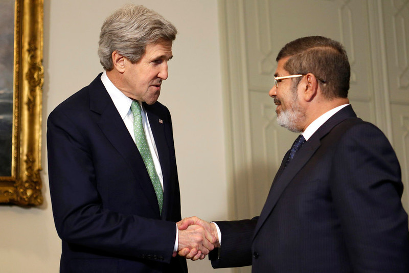 . U.S. Secretary of State John Kerry (L) shakes hands with Egypt\'s President Mohamed Mursi at the Presidential Palace in Cairo March 3, 2013.   REUTERS/Jacquelyn Martin