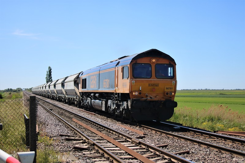 66781 passing Wisbech Road crossing, Manea at 1013/6E85 Middleton Towers to Barnby Dunn