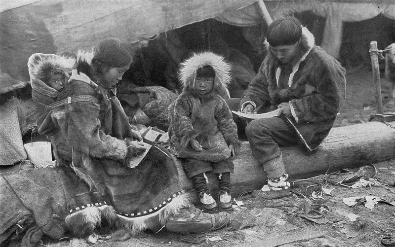 1024px-Eskimo_Family_NGM-v31-p564.jpg
