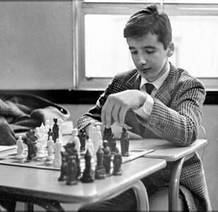 #02 Chess Club. (Jose Ballester, photog.)