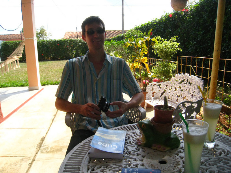 Enjoying drinks and relaxing at Casa Papo y Niulvys in Vinales