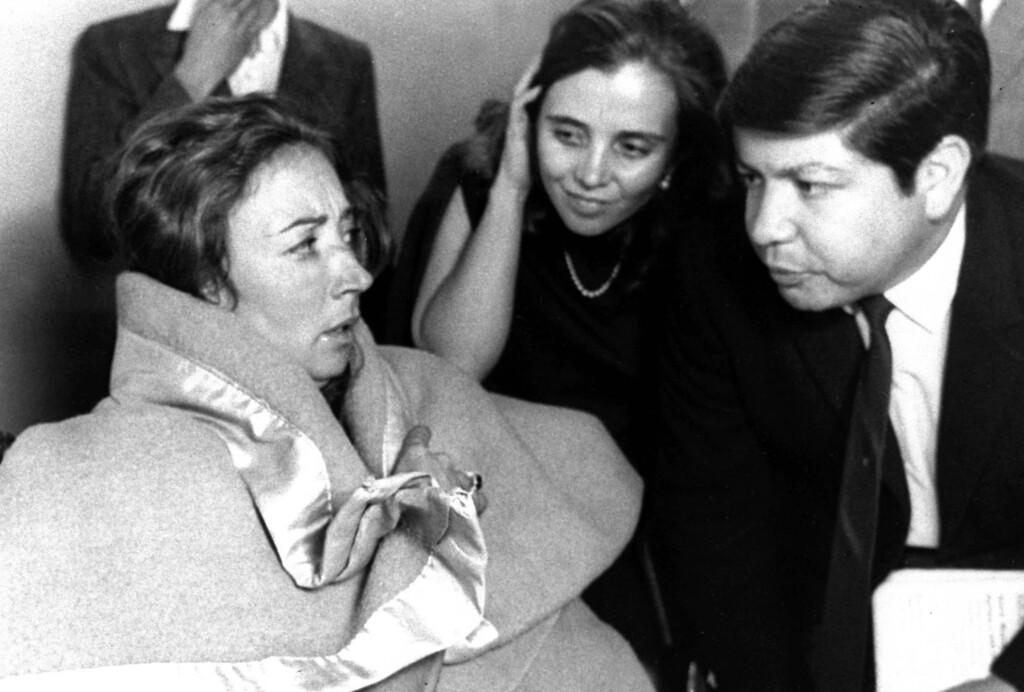 . Italian veteran journalist and writer Oriana Fallaci, left, in Mexico City on Oct. 3, 1968. (AP Photo)