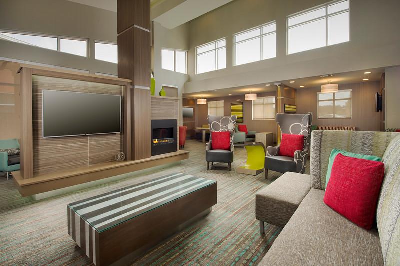 5 - Lobby - RI Texarkana.jpg