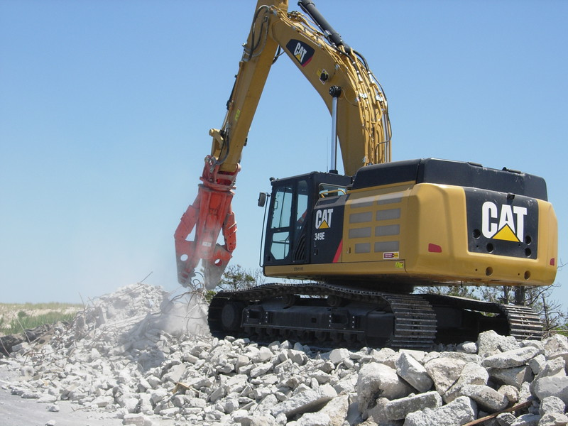 NPK M38G concrete pulverizer on Cat excavator-concrete recycling (2).JPG