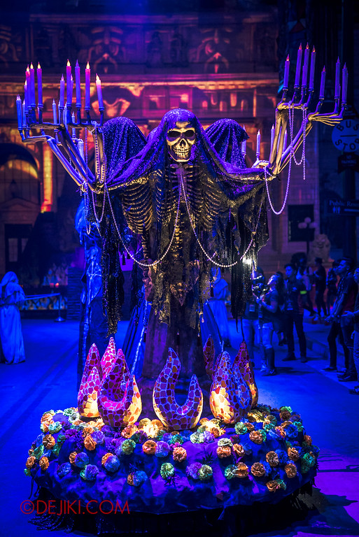 Halloween Horror Nights 6 - March of the Dead scare zone / Skeleton Lights