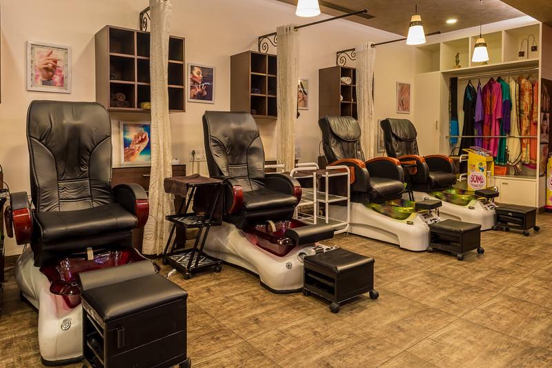 Nishi Nails Interior-32.jpg