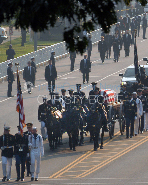 The casket bearing former President Ronald Reagan arrives at the U.S. Capitol.