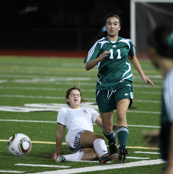Woodinville High Girls Varsity Soccer 2010  ©Neir