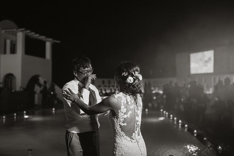 Tu-Nguyen-Destination-Wedding-Photographer-Santorini-Rocabella-Hotel-Euna-Ehsan-895.jpg
