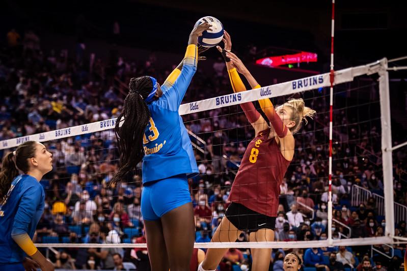 UCLA vs USC (2021)