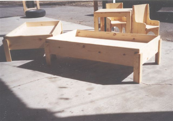 kids_beds_and_table_chairs2.jpg