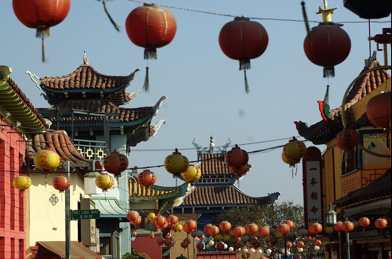 ChinatownCentralPlaza005-DecorationsLookingEast-2006-10-25.jpg
