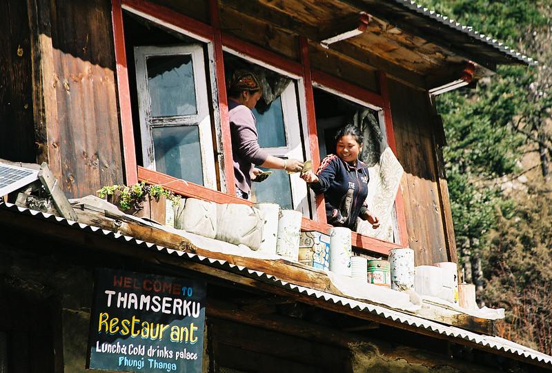 Exchanging money at Phungi Thanga