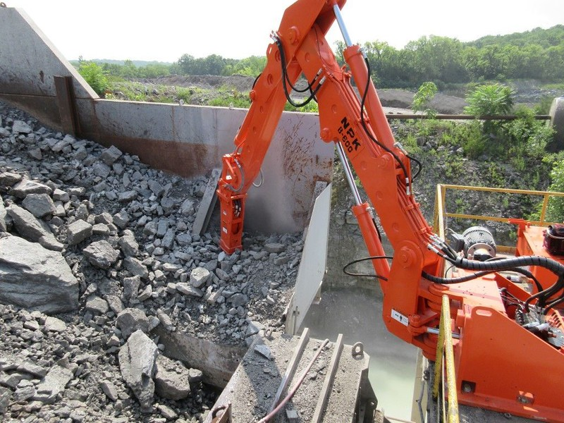 NPK B600 pedestal boom system with PH4 hydraulic hammer-secondary rock breaking.jpg