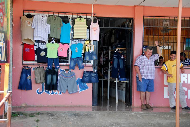 080126 0193 Costa Rica - La Fortuna to San Ramone Bus Trip _L ~E ~L.JPG