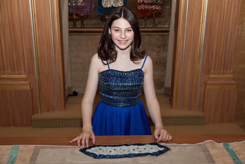 Hannah in Temple-6704.jpg