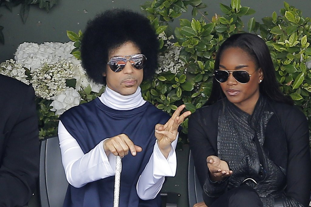 ". 3. (tie) PRINCE <p>Not a good sign when the only American left at the French Open is using a cane. (unranked) <p><b><a href=\'http://www.twincities.com/sports/ci_25880864/prince-raises-cane-at-french-open\' target=""_blank\""> LINK </a></b> <p>    (AP Photo/Michel Spingler)"