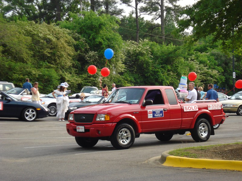 WLHD parade makers with balloons.jpg