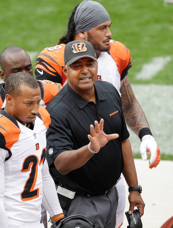 . Cincinnati Bengals head coach Marvin Lewis talks to his defense on the sidelines in the second quarter of an NFL football game against the Cleveland Browns, Sunday, Sept. 29, 2013, in Cleveland. (AP Photo/Tony Dejak)