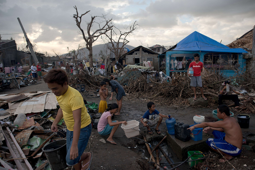 . Typhoon survivors collect water in Palo on November 21, 2013.  AFP PHOTO/ Nicolas ASFOURI/AFP/Getty Images