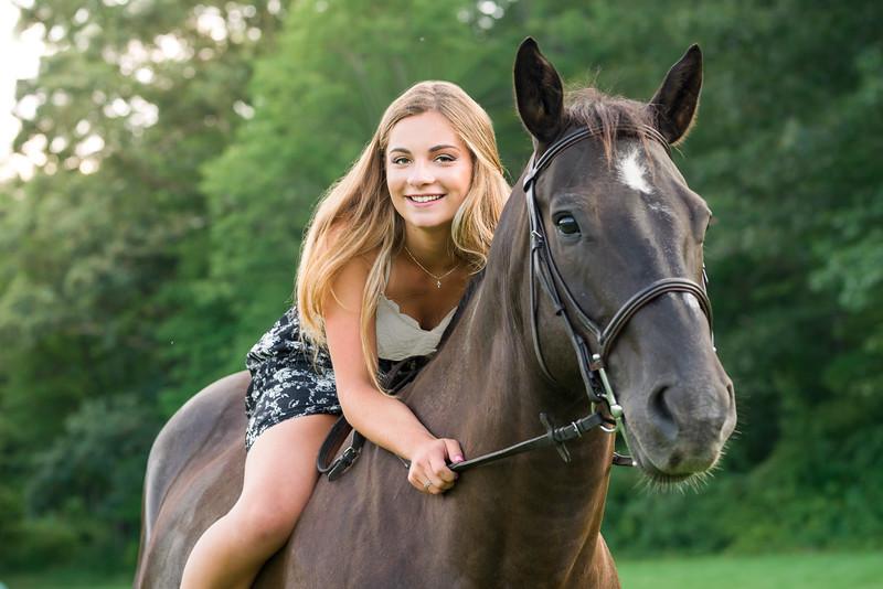 Daria Desrosiers Senior 2018  -75.jpg
