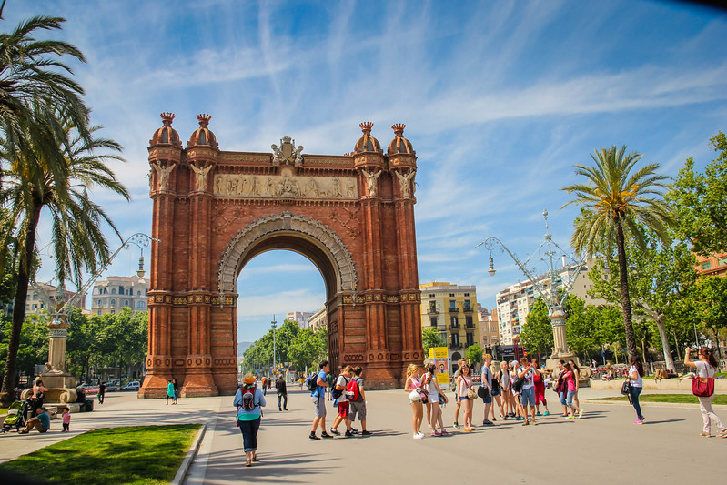 3 day weekend in Barcelona itinerary- Arc de Triomf