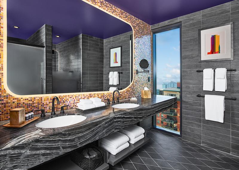 Rally_Hotel-802-Mile-High-King_Corner-Bathroom.jpg