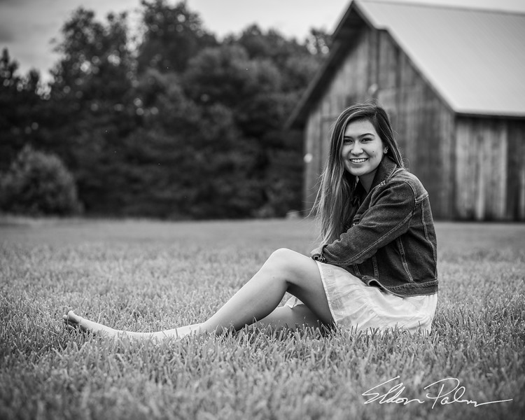Zoe Hall Senior Photos BW Vig-9673.jpg