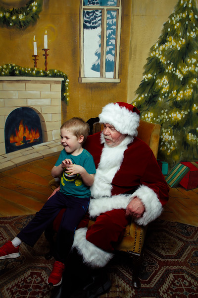 Pictures with Santa Earthbound 12.2.2017-095.jpg