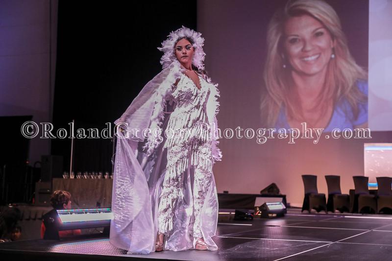 100 Womens Fashion show2019-3309.jpg
