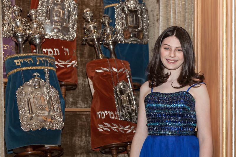 Hannah in Temple-6662.jpg