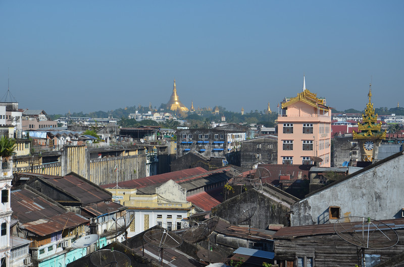 DSC_3611-shwedagon-paya-over-rooftops.JPG
