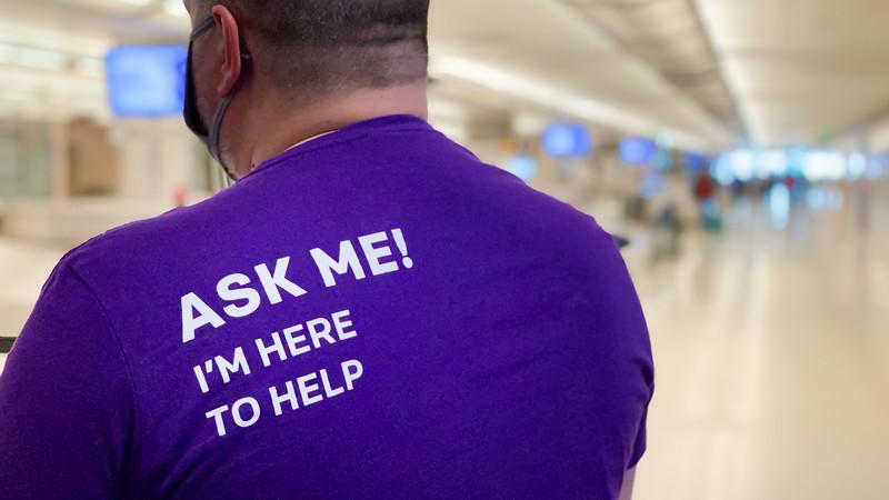 112020_customer_service_purple_shirt-005.jpg