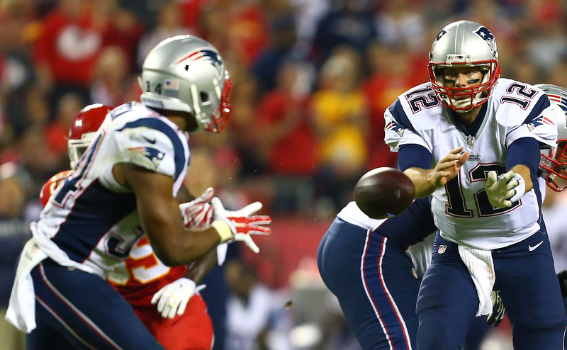 . Tom Brady #12 of the New England Patriots tosses the ball to Shane Vereen #34 of the New England Patriots during the game against the Kansas City Chiefs  at Arrowhead Stadium on September 29, 2014 in Kansas City, Missouri.  (Photo by Dilip Vishwanat/Getty Images)