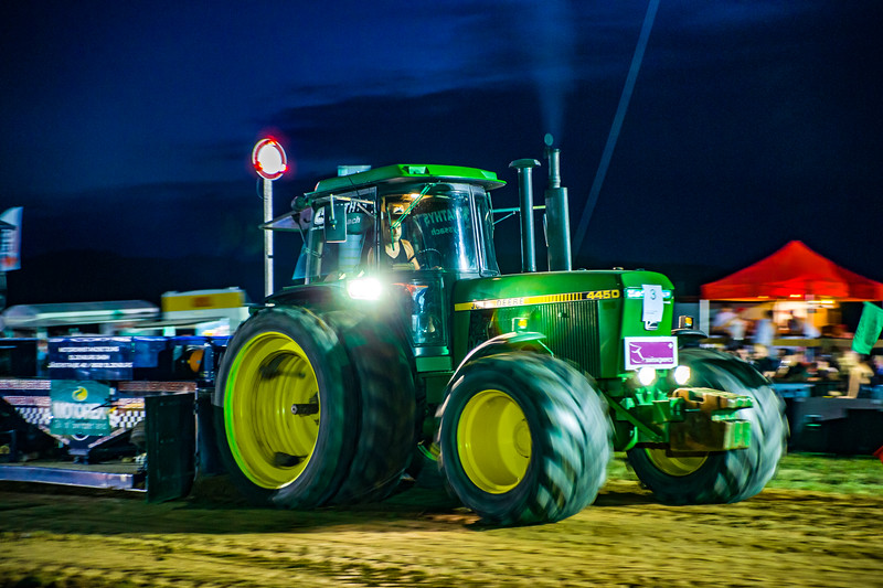 Tractor Pulling 2015-01777.jpg