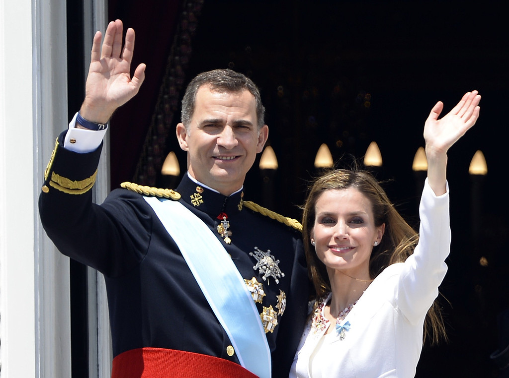 . Spain\'s King Felipe VI and Spain\'s Queen Letizia wave on the balcony of the Palacio de Oriente or Royal Palace in Madrid on June 19, 2014 following a swearing in ceremony of Spain\'s new King before both houses of parliament. Spain\'s King Felipe VI begins a new reign today already facing a threat to the unity of his kingdom as the northeastern region of Catalonia fights to hold an independence referendum on November 9.    AFP PHOTO / GERARD JULIEN/AFP/Getty Images