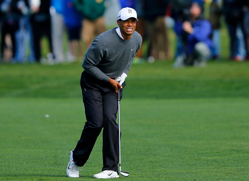 . U.S. golfer Tiger Woods reacts to his second shot on the 5th fairway during weather delayed third round play at the Farmers Insurance Open in San Diego, California January 27, 2013.     REUTERS/Mike Blake