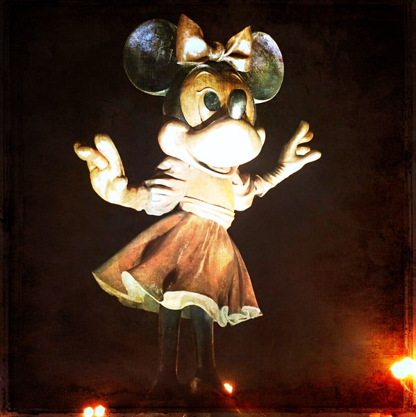 Minnie Mouse Statue