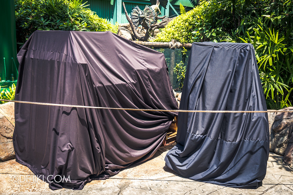 Universal Studios Singapore Halloween Horror Nights 8 construction update / Zombie Laser Tag covered props 2