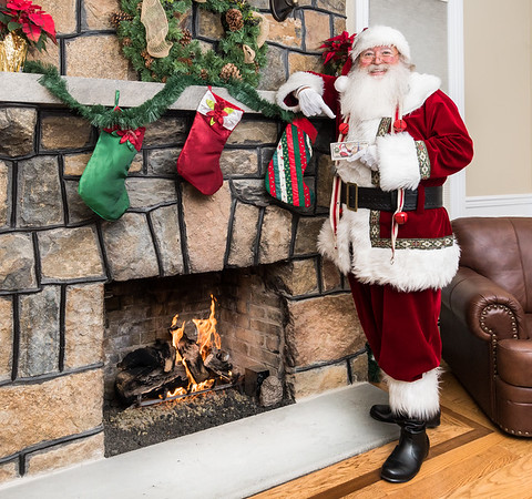 Pictures with Santa - RE/MAX Heritage Properties