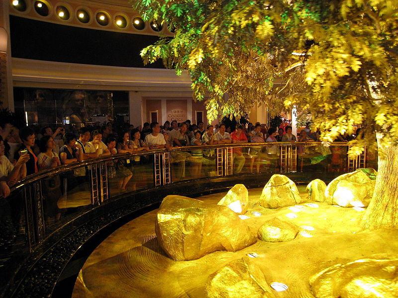 800px-Wynn_Macau_Tree_of_Prosperity_Showing.jpg