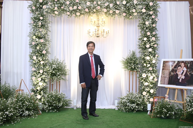 Vy-Cuong-wedding-instant-print-photo-booth-in-Bien-Hoa-Chup-hinh-lay-lien-Tiec-cuoi-tai-Bien-Hoa-WefieBox-Photobooth-Vietnam-001.jpg