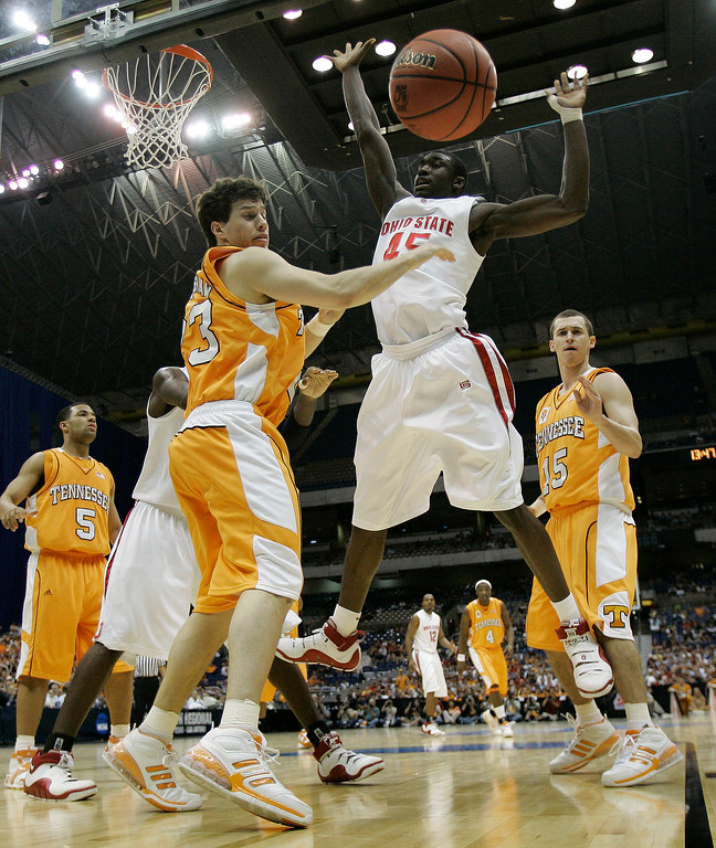 . Tennessee\'s Dane Bradshaw (23) watches the ball after blocking the shot of Ohio State\'s Othello Hunter (45) during their NCAA South Regional semifinal basketball game at the Alamodome in San Antonio, Thursday, March 22, 2007.  (AP Photo/David J. Phillip)