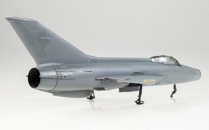 Trumpeter_MiG-21F-13_03-10-14-4.jpg