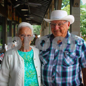 this-elderly-couple-has-visited-all-but-one-of-americas-cracker-barrels